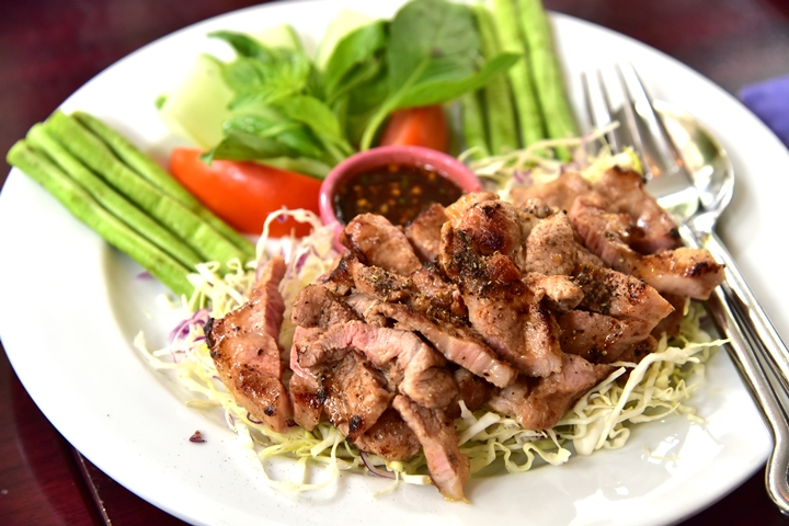 Grilled Pork North Eastern Style (220+ บาท) (1)