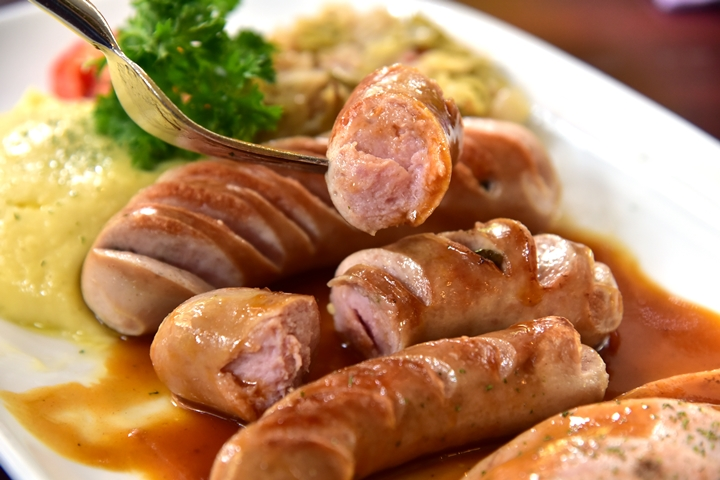 Kwanchitr Mixed Sausages with Sauerkraut and Mashed Potato (380+ บาท) (3)