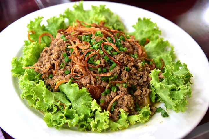 Rice Noodle with Chopped Beef in Gravy Sauce (150+ บาท) (1)